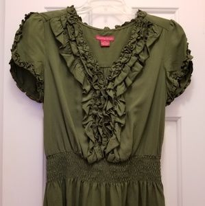 Green detailed top